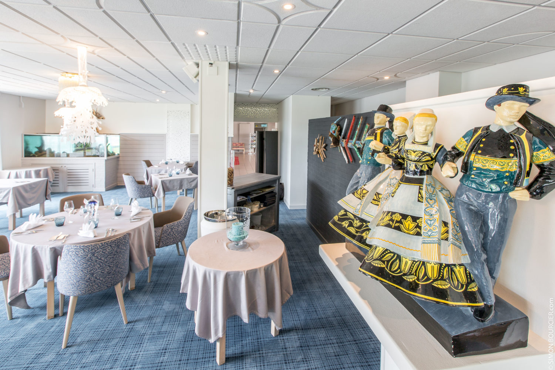 aigue-marine-restaurant-salle-premier-plan-faïence