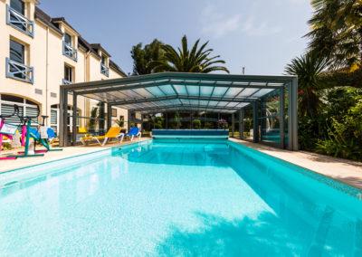 Hotel-Aigue-marine-2019-Pïscine-chauffée-découverte-Aquabikes-Transats-Minis-294-400x284