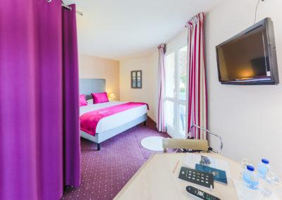 Hotel-Aigue-marine-2019-SUPERIEURE-KING-Espace-séjour-Ecran-plat-Dressing-Minis-217-400x284