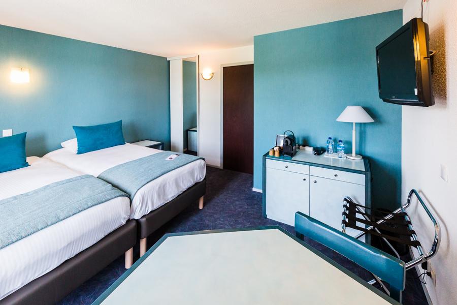 Hotel-Aigue-marine-2019-SUPERIEURE-Lits-jumeaux-Espace-séjour-Chevet-Porte-bagages-Commode-TV-Machine-expresso-Minis-273
