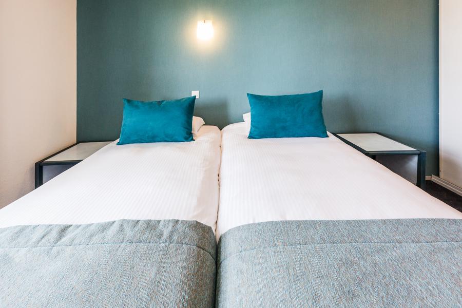 Hotel-Aigue-marine-2019-SUPERIEURE-Lits-jumeaux-Espace-séjour-Chevets-Minis-274