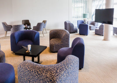 Hotel-Aigue-marine-2019-Salon-Grand-écran-Minis-64-400x284