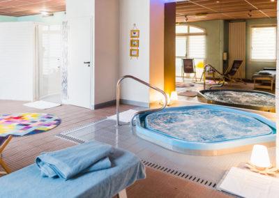 Hotel-Aigue-marine-2019-Spa-Jaccuzi-Coin-détente-Minis-41-400x284
