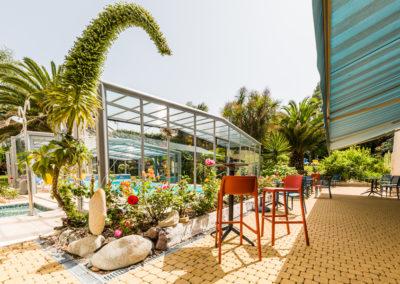Hotel-Aigue-marine-2019-Terrasse-Ecchium-Piscine-Vue-de-la-porte-de-la-véranda-Minis-319-400x284