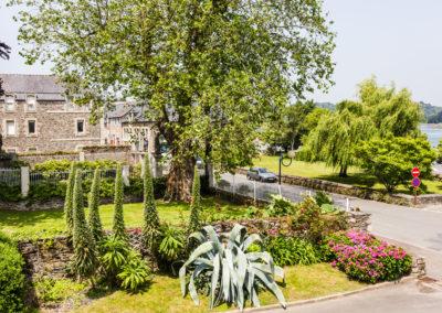 Hotel-Aigue-marine-2019-Vue-SUPERIEURE-KING-Parc-Baronnais-Square-et-estuaire-Jaudy-Minis-220-400x284