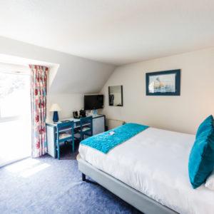 Hotel-Aigue-marine-2019-TRIPLE-Grand-lit-Bureau-Porte-bagages-Minis-258